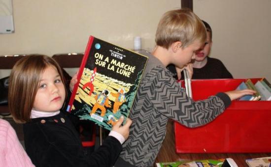 Les écoliers à la découverte des albums de Tintin et Milou